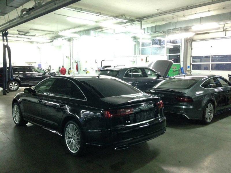 Czarne Audi