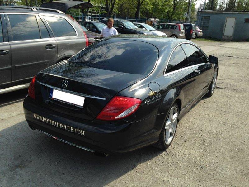 czarny samochod