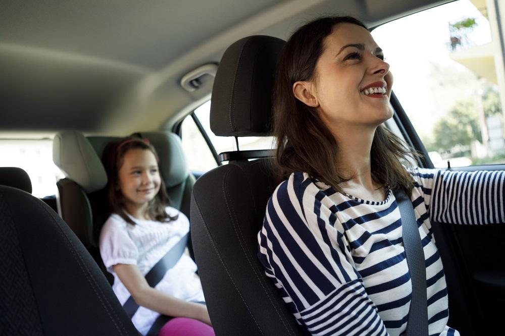 matka z córka w samochodzie